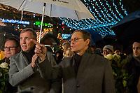 Offizielle Eroeffnung des Berliner Weihnachtsmarkt am Breitscheidplatz am Abend des 27. November 2017 durch den Regierenden Buergermeister Michael Mueller.<br /> Nach dem LKW-Anschlag am 19. Dezember 2016 findet der Weihnachtsmarkt unter verschaerften Sicherheitsvorkehrungen statt. So wurden Beton-Barrieren um den Weihnachtsmarkt aufgestellt und mehr Polizeistreifen sind zum Schutz der Besucher unterwegs.<br /> Im Bild vlnr.: Klaus-Juergen Meier, Vorstandvorsitzenden der AG City e.V.; Michael Mueller.<br /> 27.11.2017, Berlin<br /> Copyright: Christian-Ditsch.de<br /> [Inhaltsveraendernde Manipulation des Fotos nur nach ausdruecklicher Genehmigung des Fotografen. Vereinbarungen ueber Abtretung von Persoenlichkeitsrechten/Model Release der abgebildeten Person/Personen liegen nicht vor. NO MODEL RELEASE! Nur fuer Redaktionelle Zwecke. Don't publish without copyright Christian-Ditsch.de, Veroeffentlichung nur mit Fotografennennung, sowie gegen Honorar, MwSt. und Beleg. Konto: I N G - D i B a, IBAN DE58500105175400192269, BIC INGDDEFFXXX, Kontakt: post@christian-ditsch.de<br /> Bei der Bearbeitung der Dateiinformationen darf die Urheberkennzeichnung in den EXIF- und  IPTC-Daten nicht entfernt werden, diese sind in digitalen Medien nach §95c UrhG rechtlich geschuetzt. Der Urhebervermerk wird gemaess §13 UrhG verlangt.]