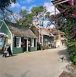 USA, Florida, St. Augustine: Street Scene in Historic Downtown Area | USA, Florida, St. Augustine: historische Holzhaeuser im Downtown Bezirk