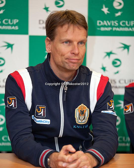 08-02-12, Netherlands,Tennis, Den Bosch, Daviscup Netherlands-Finland, Training, Jan Siemerink
