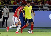 BARRANQUILLA – COLOMBIA, 09-09-2021: Luis Diaz de Colombia (COL) y Claudio Baeza de Chile (CHI) disputan el balon durante partido entre los seleccionados de Colombia (COL) y Chile (CHI), de la fecha 9 por la clasificatoria a la Copa Mundo FIFA Catar 2022, jugado en el estadio Metropolitano Roberto Melendez en la ciudad de Barranquilla. / Luis Diaz of Colombia (COL) and Claudio Baeza of Chile (CHI) vie for the ball during match between the teams of Colombia (COL) and Chile (CHI), of the 9th date for the FIFA World Cup Qatar 2022 Qualifier, played at Metropolitan stadium Roberto Melendez in Barranquilla city. Photo: VizzorImage / Jairo Cassiani / Cont.