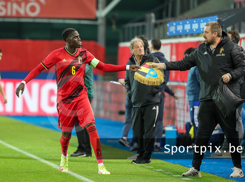 Amadou Onana (6) of Belgium gives the flag to a staff member before a soccer game between the national teams Under21 Youth teams of Belgium and Kazakhstan on the third matday in group I for the qualification for the Under 21 EURO 2023 , on friday 8 th of october 2021  in Leuven , Belgium . PHOTO SPORTPIX | SEVIL OKTEM