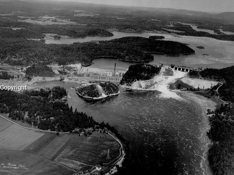 Paugan Falls Development; Gatineau River; Quebec. 204.000 horse power. Gatineau Power Company<br /> <br /> 1929<br /> <br /> PHOTO : Toronto Star Archives - AQP