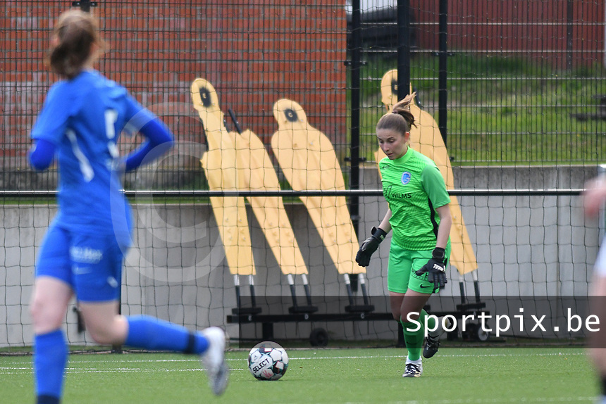 goalkeeper Josephine Delvaux (1) of KRC Genk pictured during a female soccer game between Sporting Charleroi and KRC Genk on the 4 th matchday in play off 2 of the 2020 - 2021 season of Belgian Scooore Womens Super League , friday 30 th of April 2021  in Marcinelle , Belgium . PHOTO SPORTPIX.BE | SPP | Jill Delsaux