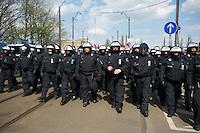 Gegen den Protest mehrerer tausend Menschen setzte die Polizei am 1. Mai in Berlin einen Aufmarsch von ca. 300 Neonazis aus ganz Deutschland durch. Es gab mehrere Versuche die Marschroute mit Blokaden zu sperren, so auch einer Betonpyramide, an die sich 4 Menschen angekettet hatten.<br />Im Bild: Polizei laeuft vor dem Aufmarsch der Neonazis.<br />1.5.2013, Berlin<br />Copyright: Christian-Ditsch.de<br />[Inhaltsveraendernde Manipulation des Fotos nur nach ausdruecklicher Genehmigung des Fotografen. Vereinbarungen ueber Abtretung von Persoenlichkeitsrechten/Model Release der abgebildeten Person/Personen liegen nicht vor. NO MODEL RELEASE! Don't publish without copyright Christian Ditsch/version-foto.de, Veroeffentlichung nur mit Fotografennennung, sowie gegen Honorar, MwSt. und Beleg. Konto:, I N G - D i B a, IBAN DE58500105175400192269, BIC INGDDEFFXXX, Kontakt: post@christian-ditsch.de.<br />Urhebervermerk wird gemaess Paragraph 13 UHG verlangt.]