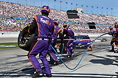 2017 Monster Energy NASCAR Cup Series - Kobalt 400<br /> Las Vegas Motor Speedway - Las Vegas, NV USA<br /> Sunday 12 March 2017<br /> Denny Hamlin, FedEx Office Toyota Camry pit stop<br /> World Copyright: Nigel Kinrade/LAT Images<br /> ref: Digital Image 17LAS1nk07269