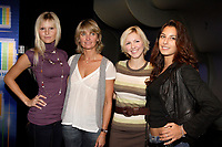 Veronique Cloutier pose with models and the director of FOLIO model agency.  Cloutier annonce that her company NOVEM will produce a new TV reality show /†docu-drama following new models to be broadcast by TQS network.<br /> Photo by P. Roussel / Images Distribution