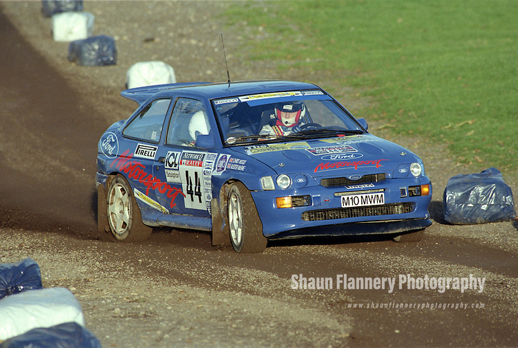Pix: Shaun Flannery/shaunflanneryphotography.com...COPYRIGHT PICTURE>>SHAUN FLANNERY>01302-570814>>07778315553>>..1995 Network Q RAC Rally..19th November - 22nd November 1995..Alister McRae and Chris Wood..Ford Escort RS Cosworth.Alister McRae