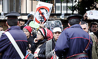 Manifestazione di egiziani contro il loro governo, davanti all'Ambasciata d'Egitto a Roma, 30 gennaio 2011..Egyptians living in Italy protest against their homeland's government, in front of their Embassy in Rome, 30 january 2011..UPDATE IMAGES PRESS/Riccardo De Luca