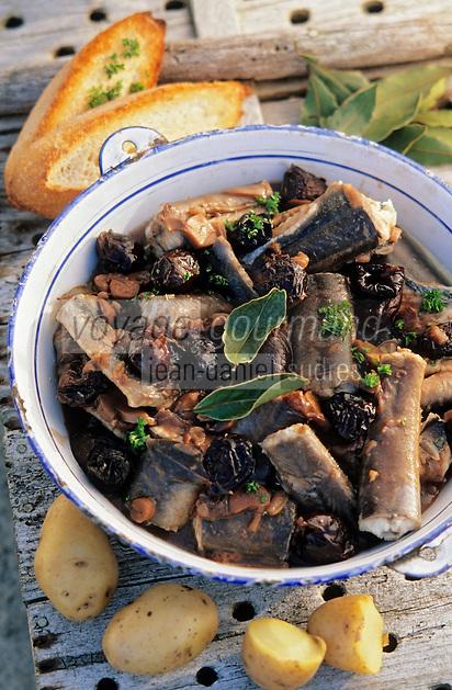 """Europe/France/Pays de la Loire/44/Loire-Atlantique/Parc Naturel Regional de Brière/Ile Fedrun: Matelote d'anguille aux pruneaux - Recette de Guillaume Guerin de """"La Hutte Brieronne"""" // France, Loire Atlantique, Briere Regional Natural Park, Ile Fedrun, La Hutte Brieronne Restaurant, Matelote of eels with prunes, receipe of Guillaume Guerin"""