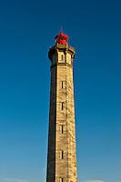 Europe/France/Poitou-Charentes/17/Charente-Maritime/Ile de Ré/Saint-Clément-des-Baleines:Le Phare des Baleines  est situé à la pointe ouest de l' ile.<br /> Le phare doit son nom, au fait qu'un nombre relativement élevé de baleines sont venues s'échouer à cet endroit de l'île de Ré par le passé.Le phare est haut de 57 mètres et l'accès au sommet se fait par un escalier hélicoïdal de 257 marches.
