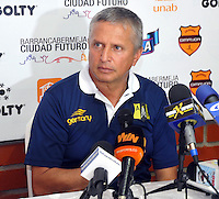 FLORIDABLANCA -COLOMBIA, 11-FEBERERO-2015.   Adolfo Leon Holguin director tecnico  de Alianza Petrolera en conferencia de prensa  luego de su encuentro contra Aguilas Pereira  fecha 3 de la Liga Aguila I 2015 disputado en el estadio Alvaro G—mez Hurtado de la ciudad de Floridablanca./ Adolfo Leon Holguin coach  of Alianza Petrolera during  press conference after his match against Aguilas Pereira date 3 2015 Aguila Liga I match at the stadium Alvaro Gomez Hurtado city of FloridablancaPhoto:VizzorImage / Jose Martinez  / STR