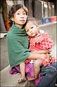 2006- Népal- Kathmandu- Jeune fille et enfant.