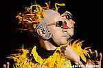 La Flute enchantée de Nathalie Pernette...7 janvier 2005..13eme édition de Suresnes Cités danse....Musique : Wolfgang Amadeus Mozart..Chorégraphie et mise en scène : Nathalie Pernette..Assitante chorégraphe : Régina Meier..Interprètes : Gaëtan Brun-Picard, Isabelle Celer, Magali Duclos, Laurent Falguieras, Diane Guieke, Gurkan Kestane, Sébastien Laurent, Fabrice Taraud, Nathalie Pernette..Lumières : Caroline N'Guyen..Costumes et accéssoires : Laurent Lefèvre..Direction technique et plateau : Luc Beril..Durée : 1h15