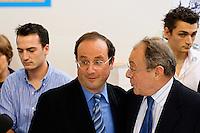 Foire du livre de Brive (premiere manifestation de province)..Deux auteurs se rencontrent, Francois Hollande et Michel Rocart