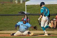 Dry Pond Blue Sox first baseman Derek Farley (40) (SouthLake Christian HS) stretches for a wide throw as Kye Andress (6) (Catawba Valley CC) of the Mooresville Spinners hustles down the line at Moor Park on July 2, 2020 in Mooresville, NC.  The Spinners defeated the Blue Sox 9-4. (Brian Westerholt/Four Seam Images)