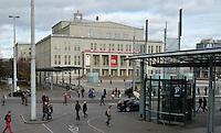 Stadtansichten 2009 - Augustusplatz - Zufahrt zur Tiefgarage - Oper Leipzig / Opernhaus - Straßenszene  . Foto: Norman Rembarz..Norman Rembarz , ( ASV-Autorennummer 41043728 ), Holbeinstr. 14, 04229 Leipzig, Tel.: 01794887569, Hypovereinsbank: BLZ: 86020086, KN: 357889472, St.Nr.: 231/261/06432 - Jegliche kommerzielle Nutzung ist honorar- und mehrwertsteuerpflichtig! Persönlichkeitsrechte sind zu wahren. Es wird keine Haftung übernommen bei Verletzung von Rechten Dritter. Autoren-Nennung gem. §13 UrhGes. wird verlangt. Weitergabe an Dritte nur nach  vorheriger Absprache..