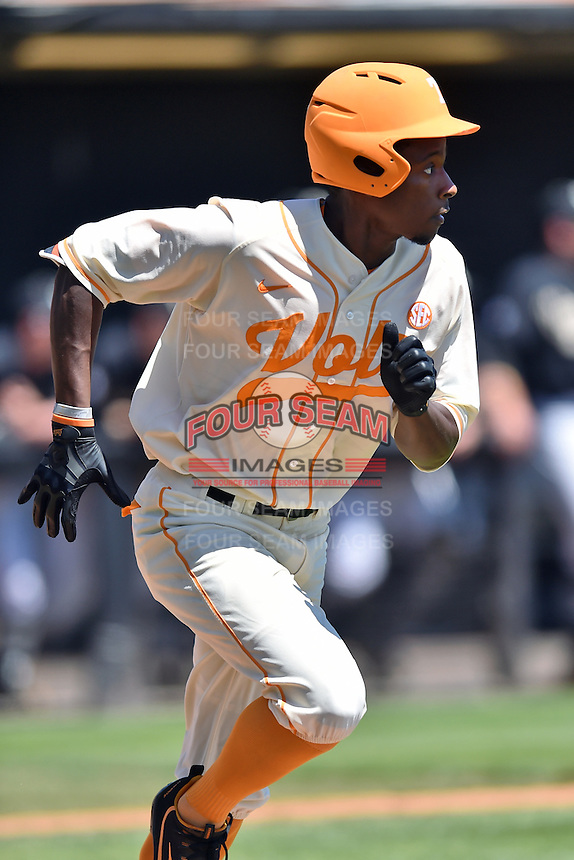 Tennessee Volunteers left fielder Vincent Jackson (40) runs to first during a game against the Vanderbilt Commodores at Lindsey Nelson Stadium on April 24, 2016 in Knoxville, Tennessee. The Volunteers defeated the Commodores 5-3. (Tony Farlow/Four Seam Images)