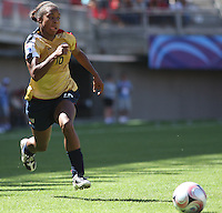 Chile, Chillan:Usa Forward Nikki Washington goes for the ball during the firth football match of the Fifa U-20 Women¥s World Cup the at Nelson Oyarz˙n stadium in Chill·n , on November the ninth 2008 2008.  GROSNIA / sergio Araneda