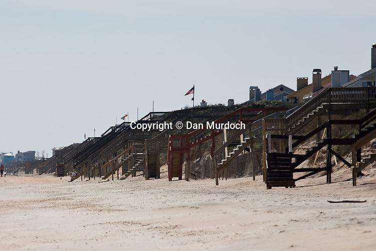 Beach houses line the shoreat Ponte Vedra, Florida