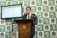 FOTO EMBARGADA PARA VEICULOS INTERNACIONAIS. SAO PAULO, SP, 28/10/2012, DECLARACAO PREFEITO ELEITO. O juiz da 1 Zona Eleitoral, declarou em coletiva a eleicao de Fernando Haddad para a prefeitura de Sao Paulo. houve alguns problemas na apuracao de algumas regioes devido a falta de energia, mas segundo o TRE, isso nao ira alterar o resultado da eleicao. Luiz Guarnieri/ Brazil Photo Press.