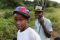MADAGASCAR, village Tanambao North, tribe Tanala, youngster with baseball caps / MADAGASKAR Mananjary, Vohilava, Dorf Tanambao Nord wo Menschen der Volksgruppe der Tanala leben, Junge Herman 16 Jahre und Alexis 15 Jahre mit Basball Caps