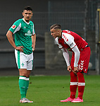 17.10.2020, Schwarzwald Stadion, Freiburg, GER, 1.FBL, SC Freiburg vs SV Werder Bremen<br /><br />im Bild / picture shows<br />Milos Veljkovic (Bremen), Ermedin Demirovic (Freiburg)<br /><br />Foto © nordphoto / Bratic<br /><br />DFL REGULATIONS PROHIBIT ANY USE OF PHOTOGRAPHS AS IMAGE SEQUENCES AND/OR QUASI-VIDEO.