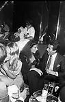 STEFANIA SANDRELLI CON ALBERTO ARBASINO<br /> JACKIE O' ROMA 1974
