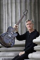 Exclusive photo of guitarist Tim Brady<br /> Photo (c) 2004, Pierre Roussel / Images Distribution