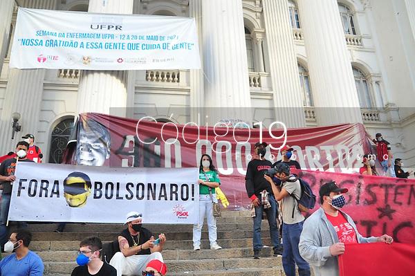 CURITIBA, PR, 29.05.2021 Manifestação Fora Bolsonaro- Manifestação para impechment do presidente Bolsonaro , no centro de Curitiba praça santos Andrade nesse sabado (29)em Curitiba.