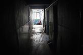 """Mangelernährung, Missbrauch von Alkohol und die schlechten<br />hygienischen Bedingungen fördern den Ausbruch der Krankheit, das ist<br />besonders ein Problem für die Ärmsten der städtischen Bevölkerung von<br />Balti, die in den sog. """"Komunalkas"""" leben. Oft leben auch junge Familien<br />mit Kleinkindern für lange Zeiträume in solchen Komunalkas. // Moldova is still the poorest country of Europe. Hopes to join the European Union are high. After progress in the past years tuberculosis is on the rise again. The number of new patients raise since 2010 and is on a level that has not been reached since the late 90s."""