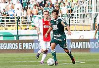 SÃO PAULO,SP, 14 JANEIRO 2011 - AMISTOSO PALMEIRAS X AJAX (HOL)<br />  Valdivia (d) durante  partida entre as equipes do Palmeiras X Ajax (hol) realizada no  Estádio Paulo Machado de Carvalho (Pacaembu) na zona oeste de São Paulo, neste Sabado (14). (FOTO: ALE VIANNA - NEWS FREE).