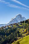 Italy, South Tyrol (Trentino-Alto Adige), San Martino in Badia: district Antermoia and mountain Sass de Putia   Italien, Suedtirol (Trentino-Alto Adige), St. Martin in Thurn: Ortsteil Untermoi vorm Peitlerkofel