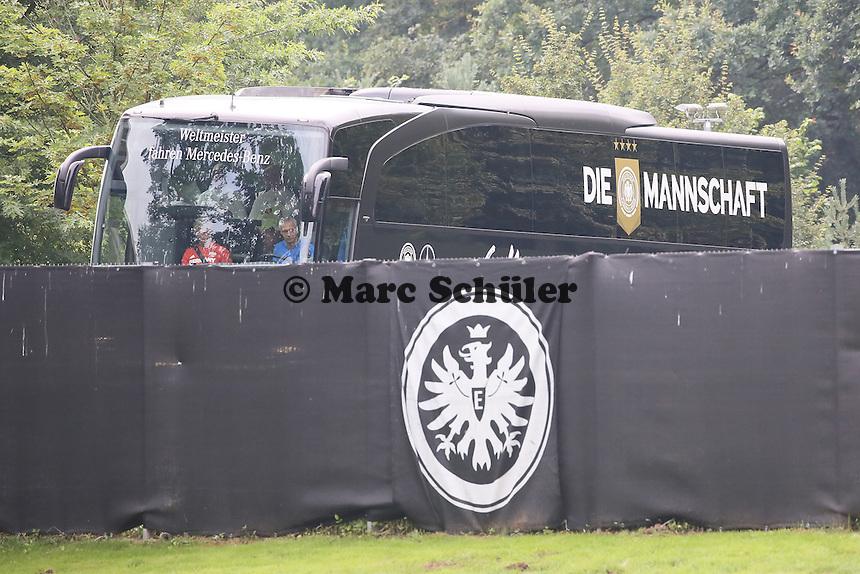 Mannschaftsbus kommt zum Training - Training Deutsche Olympiamannschaft des DFB, Commerzbank Arena, Frankfurt