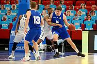 27-03-2021: Basketbal: Donar Groningen v Den Helder Suns: Groningen Den Helder speler Yarick Brussen met Donar speler Jarred Ogungbemi-Jackson