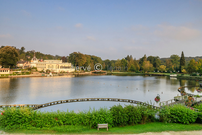 France, Orne, Bagnoles de l'Orne, casino by the lake // France, Orne (61), Bagnoles-de-l'Orne, casino au bord du lac