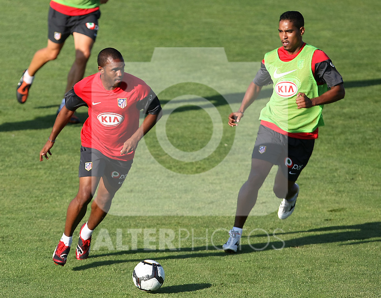 Atletico de Madrid's Florence Sinama-Pongolle (l) and Cleber Santana during training sesion. August 05 2009. (ALTERPHOTOS/Acero).
