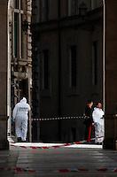 20130428 ROMA-CRONACA: SPARI DAVANTI A PALAZZO CHIGI, DUE CARABINIERI FERITI