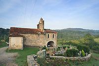 France, Aquitaine, Pyrénées-Atlantiques (64), vers Ostabat, chapelle Saint-Nicolas d'Harambels (= d'Harambetz) // France, Aquitaine, Pyrénées-Atlantiques, near Ostabat, chapel Saint-Nicolas d'Harambels (= d'Harambetz), a step on el Camino de Santiago