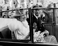 La visite du Roi George VI au Canada en 1939.<br /> <br /> <br /> <br /> <br /> <br /> La visite du Roi George VI au Canada en 1939.<br /> <br /> <br /> <br /> <br /> <br /> An endless cheer 24 miles long and over four hours ceaseless duration constitutes the most remarkable sound in canada's history. So does Gregory Clark describe the reception which Montreal yesterday accorded the King and Queen - and the multitudes who raised that four-hour cry many of them been waiting since 6 a.m. to see the royal arrival at 2 o'clock in the afternoon. <br /> <br /> <br /> [unknown]<br /> Picture, 1939,<br /> <br /> PHOTO : Toronto Star Archives - AQP