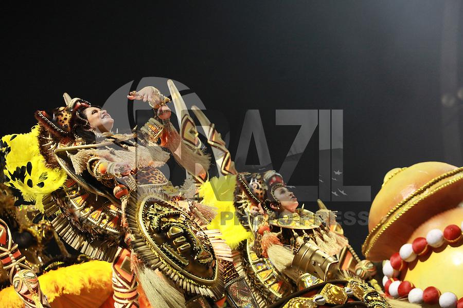SAO PAULO, SP, 19 DE FEVEREIRO 2012 - CARNAVAL SP - MOCIDADE ALEGRE - Desfile da escola de samba Mocidade Alegre na segunda noite do Carnaval 2012 de São Paulo, no Sambódromo do Anhembi, na zona norte da cidade, neste domingo.(FOTO: RICARDO LOU  - BRAZIL PHOTO PRESS).q