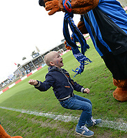 20180414 - AALTER , BELGIUM : Brugge's bear and Liano Braeckevelt pictured during the 21st matchday in the 2e Nationale Women's league , a womensoccer game between Club Brugge Dames and GFA Sinaai , in Aalter , saturday 15 th April 2018 . PHOTO SPORTPIX.BE   DAVID CATRY