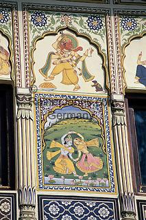 India, Rajasthan, Mandawa: Paintings on facade of traditional Haveli (painted mansion) | Indien, Rajasthan, Mandawa: Malereien auf einem Haveli von Jaisalmer, schoene Sandstein-Villen reicher Kaufleute