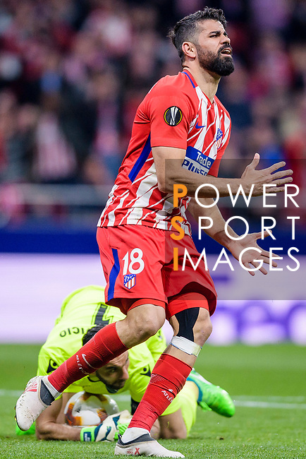 Goalkeeper Rui Patricio of Sporting CP (bottom) reaches for the ball after an attempt at goal by Diego Costa of Atletico de Madrid (top) during the UEFA Europa League quarter final leg one match between Atletico Madrid and Sporting CP at Wanda Metropolitano on April 5, 2018 in Madrid, Spain. Photo by Diego Souto / Power Sport Images