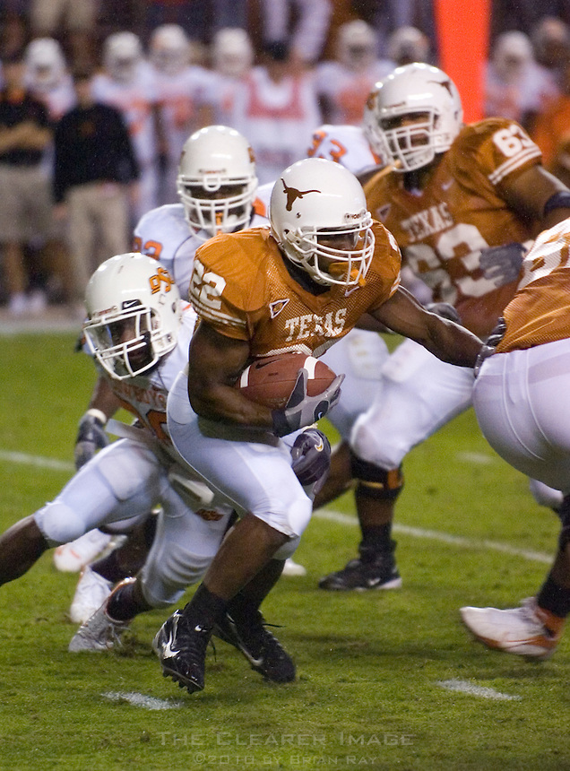 04 November 2006: Texas back Selvin Young (#22) runs with the ball during the Longhorns 36-10 victory over the Oklahoma State University Cowboys at Darrel K Royal Memorial Stadium in Austin, Texas.