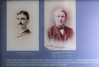 CROATIA, Smiljan, Nikola Tesla Museum, birth place of inventor and physican Nikola Tesla born 10.7.1856, died 7.1.1943 / KROATIEN, Smiljan, Nikola Tesla Museum, der Erfinder und Physiker Nikola Tesla wurde hier 1856  geboren, nach Nikola Tesla ist seit 1960 die physikalische Einheit der magnetischen Flussdichte benannt, nach Nikola Tesla benannte sich Tesla Inc. von Elon Musk, dem kalifornischen Hersteller von Elektroautos mit Wechselstrommotor, Museum Display mit Tesla und Edison