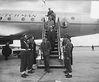 Prince Bernhard descends the aircraft stairs from the KLM Constellation Batavia at Schiphol Airport. Location / place: Schiphol; North Holland Date: June 2, 1949