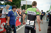 Sep Vanmarcke (BEL/Belkin) just crashed in front of the finishline and had to walk over the finish line<br /> <br /> 2014 Belgium Tour<br /> (final) stage 5: Oreye - Oreye (179km)