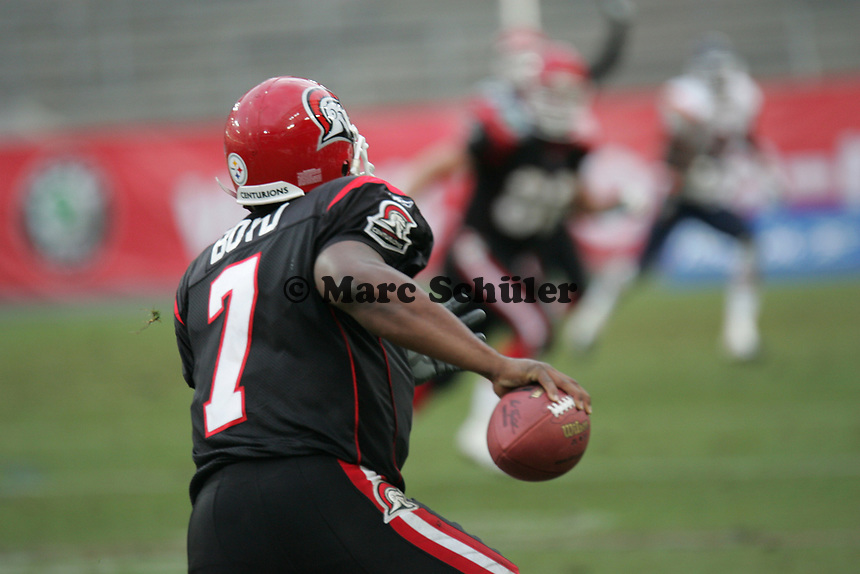 Shane Boyd (Quarterback Cologne Centurions) l‰uft selbst