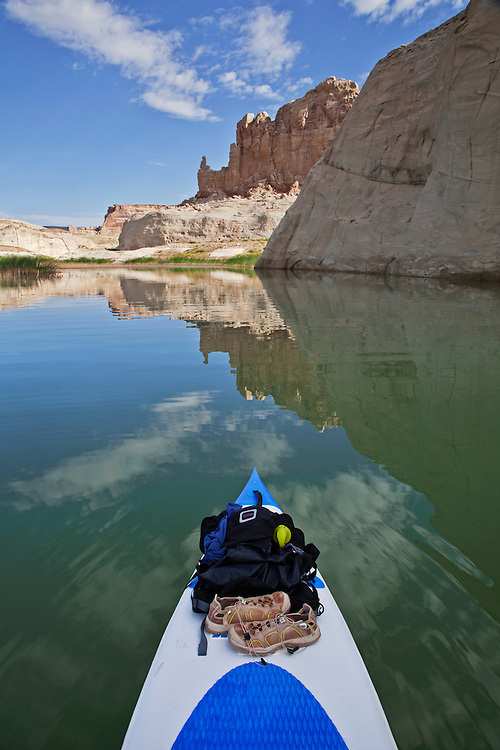 View of the sandstone cliffs near Lone Rock from a stand-up paddleboard (SUP) at Lake Powell in the Glen Canyon National Recreation Area, Arizona and Utah, USA
