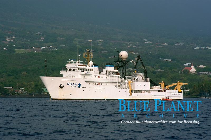 NOAA research vessel, Kealakekua Bay, Big Island, Hawaii, Pacific Ocean